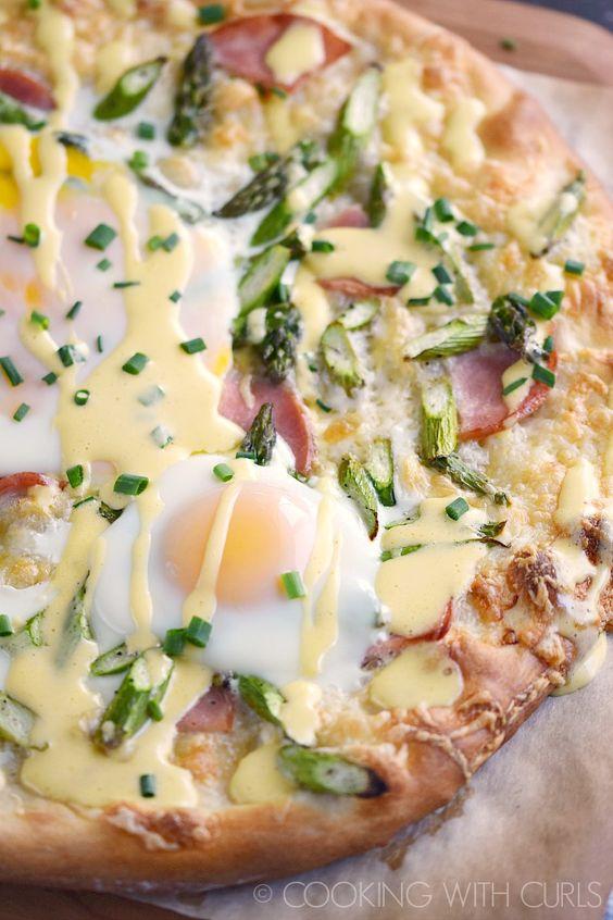 eggs-benedict-breakfast-pizza